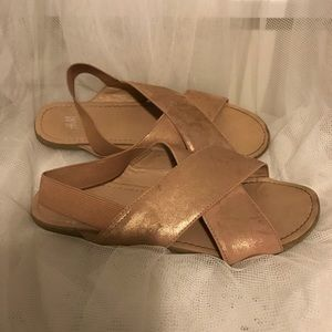 3 FOR $25 🔴 H&M Rose Gold Cross sandals Sz 2